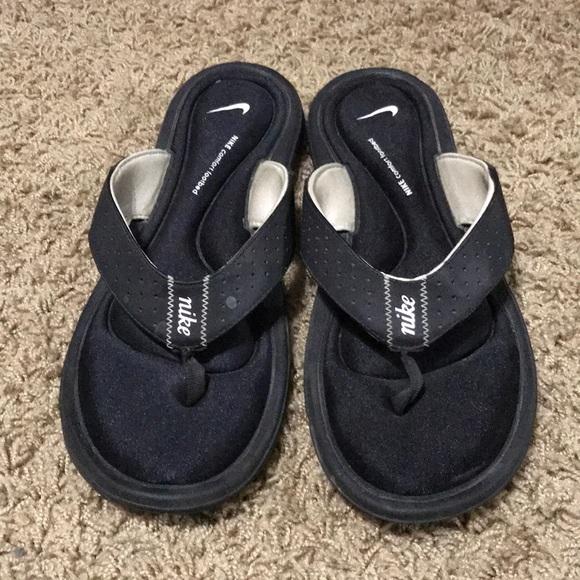 fd6c6cbdc40f Nike gel sandals women s size 11. M 5a6fe7f9c9fcdfd8683fe398